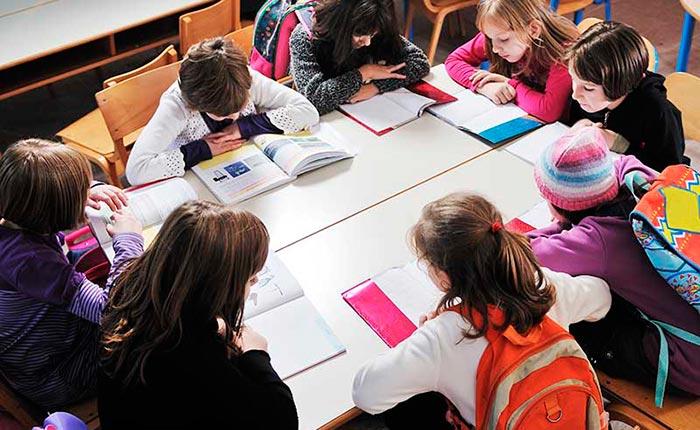 estudiantes jóvenes con buena visión