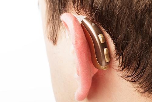 Salud auditiva con audífono sonido natural
